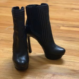 👢👢 Guess High Heel Ankle Boots